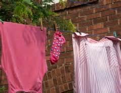 Geruch Aus Kühlschrank Entfernen : modriger geruch so entfernen sie ihn aus kleidung ~ Indierocktalk.com Haus und Dekorationen
