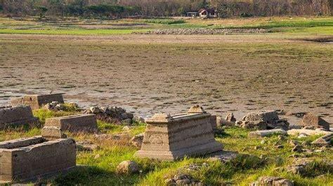 waduk gajah mungkur surut makam hingga jembatan lawas