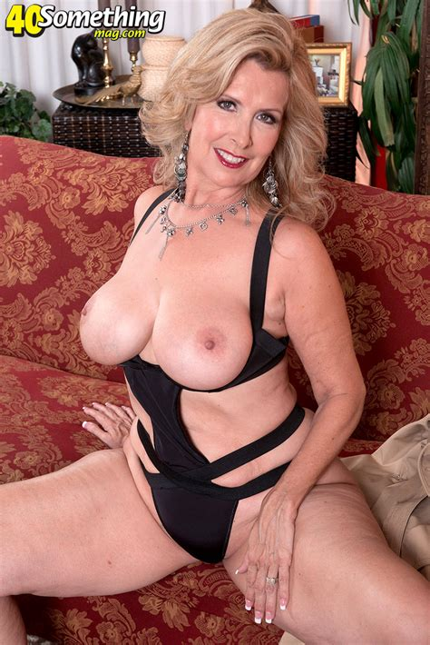 Hot Mature Laura 3 Pornhugocom