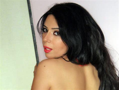 Meet The New Savita Bhabhi, Rozlyn Khan