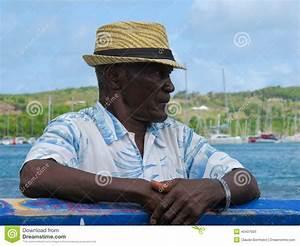 Chapeau De Paille Homme : vieil homme avec un chapeau de paille photo stock ~ Nature-et-papiers.com Idées de Décoration