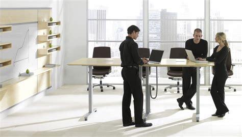 bureau prouvé le travail debout assis simple tendance ou bénéfice réel