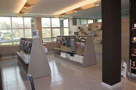 scaffale per negozio arredamenti per negozi scaffali per negozi pannelli