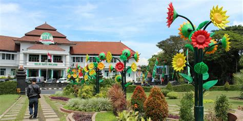 Harga Aborsi Bekasi Warga Malang Bikin Petisi Tolak Bunga Plastik Di Taman