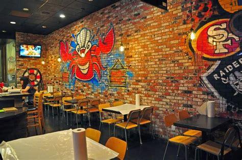 thinking  enjoying  graffiti restaurant