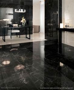 Salle de bain sol noir mur gris for Carrelage cuisine noir brillant