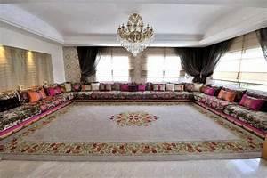 Decoration de salon marocain blog de salon marocain et for Tapis oriental avec canapes de luxe en tissus