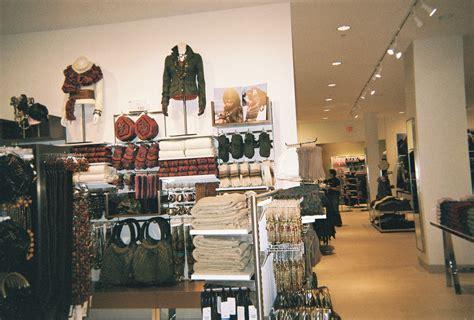 H&M Merchandising - Visual Merchandising Display Portfolio