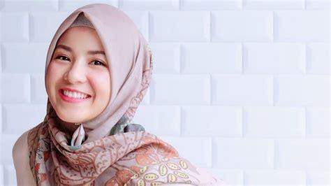 Kisah Artis Indonesia Yang Memutuskan Untuk Hijrah Dan
