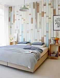Schlafzimmer Ideen Wand : tapete in holzoptik 24 effektvolle wandgestaltungsideen ~ Frokenaadalensverden.com Haus und Dekorationen