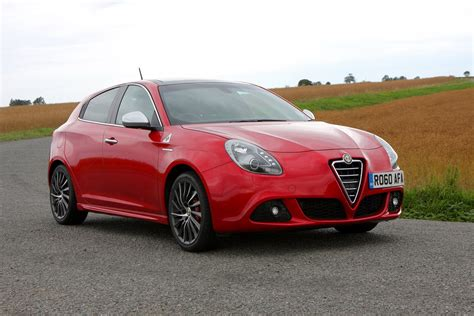 Alfa Romeo Giulietta Hatchback Review (2010  ) Parkers
