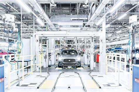 Modern Car Factory by Two Born Every Minute Inside Nissan S Sunderland Factory