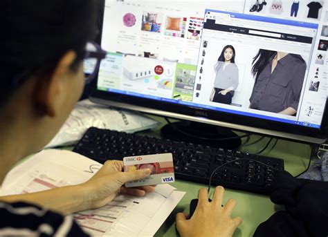 Mauled By Online Shopping, Small Hong Kong Stores Forced