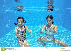 Rustine Piscine Sous L Eau : les enfants actifs heureux nagent dans la piscine et jouent sous l 39 eau photo stock image 43426142 ~ Farleysfitness.com Idées de Décoration