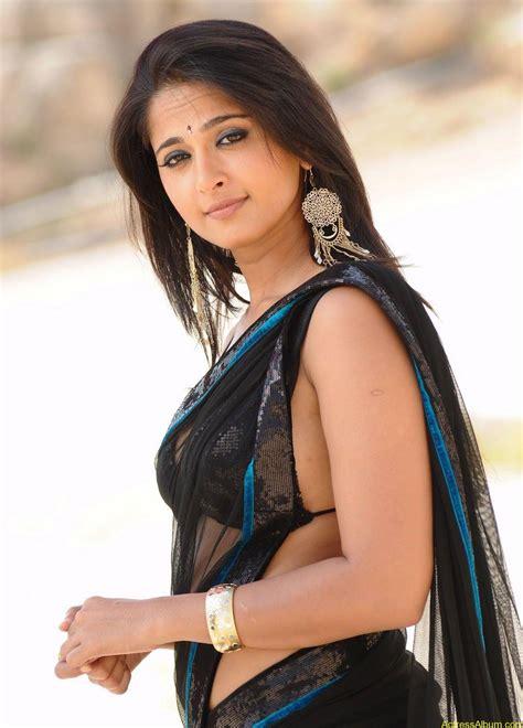 Hot Actress Anushka Shetty Hot Navel In Saree