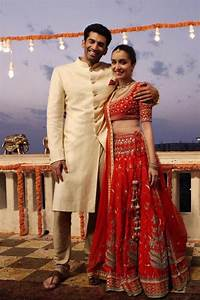 Aditya and Shraddha look their traditional best in this