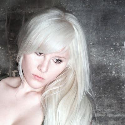 dye hair white blonde