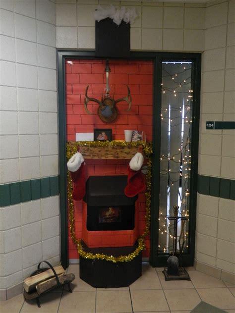 christmas door decoration for six graders shhs door contest mr chisholm s grade 10 math class school decorations