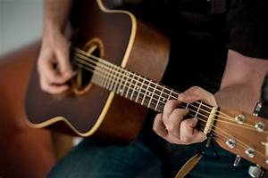 The Common Acoustic Guitar Guide For Beginners