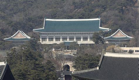 bye bye blue house  south korean leader shuns imperial