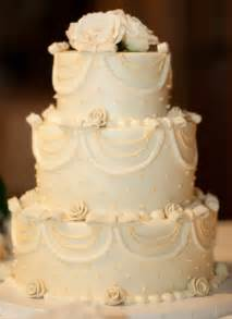 a family tree of holidays trees traditional white wedding cake how it should be done - Traditional Wedding Cake