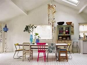 Optez pour des chaises depareillees drawer blog drawer for Deco cuisine avec chaise avec accoudoirs salle manger