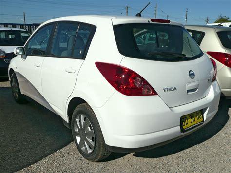 Nissan-Versa-Hatchback-Cargo-Area-Light-Bulb-Replacement ...