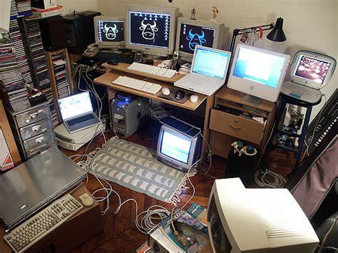 computer desks for geeks geek desk shush geek at work lol sacha quester