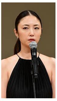 MEGUMI、大人の肩出しドレスで魅了! グラビアから女優で「初めて大きな賞」 | マイナビニュース