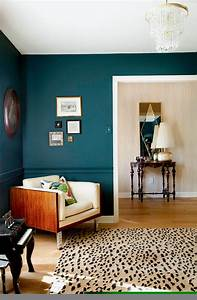 How to use bold paint colors in your living room for Bold wall painted living room colors