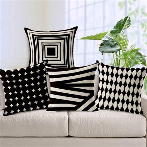 housse canapé noir pas cher 18 quot carré noir blanc géométrique housse de