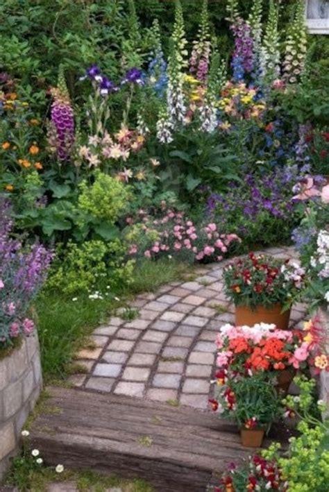 small cottage gardens garden paths