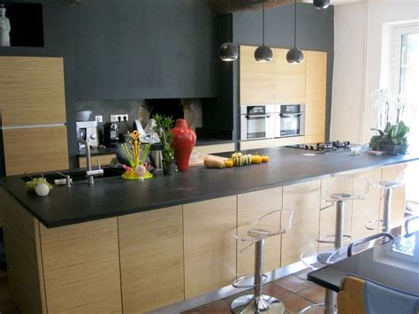cuisine plan de travail granit cuisine avec plan de travail granit et façades bois