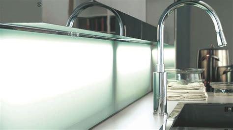peindre carrelage plan de travail cuisine revêtement cuisine sol murs crédence carrelage béton