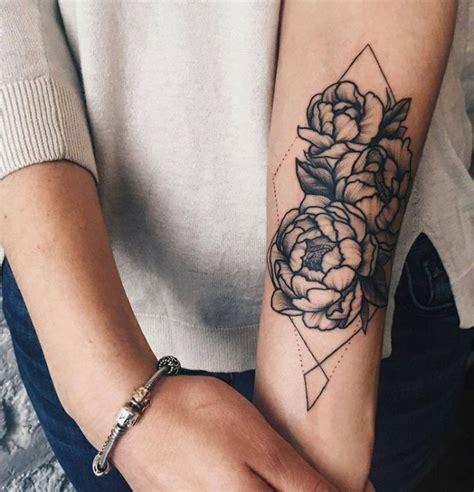 tatuaggi interno braccio tatuaggio braccio con di varia dimensione in un rombo