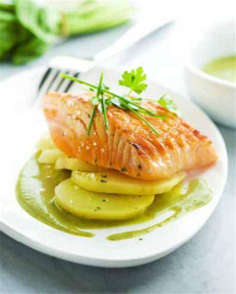 pavé de saumon grillé à l 39 unilatéral sauce à l 39 oseille