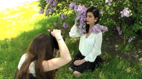 portrait photography tutorial shooting outdoors in
