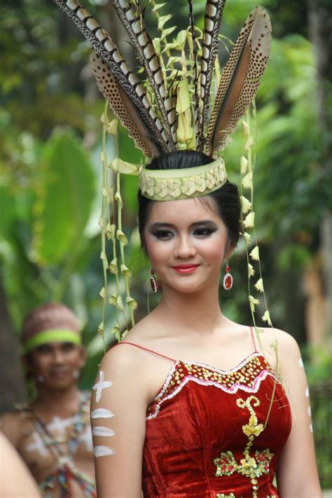 baju pengantin wanita dayak kalimantan hát pinterest indonesia borneo and culture