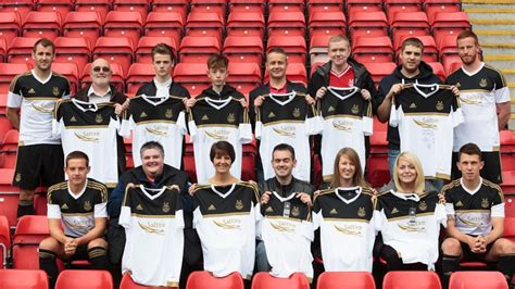 Aberdeen 15-16 Home and Away Kits Released - Footy Headlines