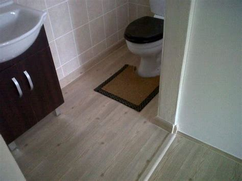 Rubber Bathroom Floor Tiles by Simple Contemporary Bathroom With Rubber Laminate Flooring