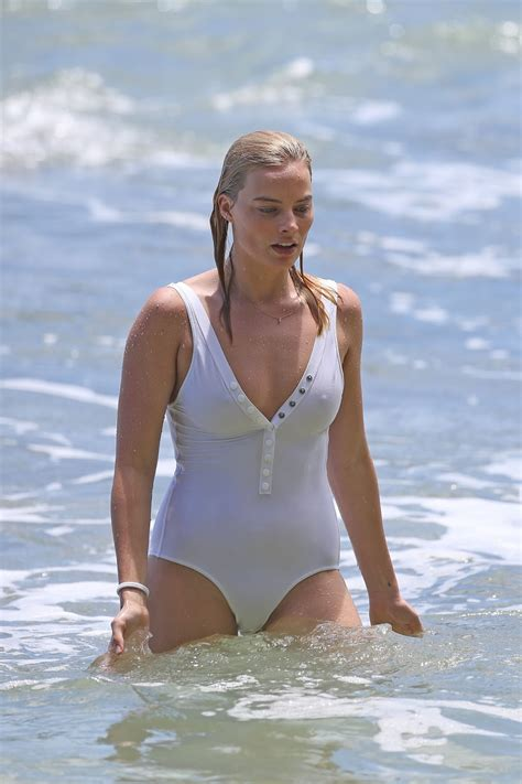 Upskirt Celebs Margot Robbie Bending Over In A Bikini
