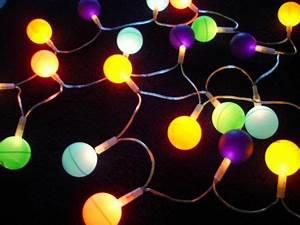Guirlande Electrique Noel : fabriquer une guirlande lumineuse avec des balles de ping pong forumbrico ~ Teatrodelosmanantiales.com Idées de Décoration