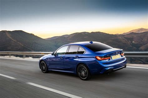 bmw 3 series saloon 2019 features equipment and accessories parkers