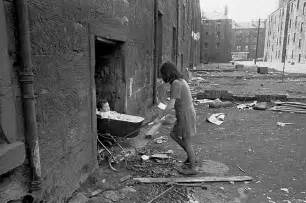 Photos of Glasgow in the 1970s show families living in rat