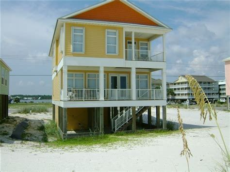 6 Bedrooms Beach Front Home