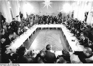 Stasi eine ausstellung zur ddr staatssicherheit www for Runder tisch 1989