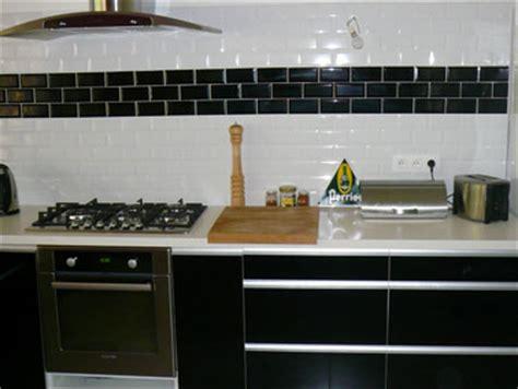 carrelage noir et blanc cuisine cuisine meubles stratifie noir brillant carrelage mural