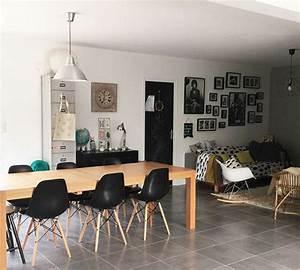 Salle a manger avec grande table bois et chaises eames for Petite cuisine équipée avec chaises salle à manger grises