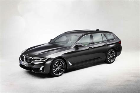 This week was filled with bmw world premieres, but arguably the most important one was the reveal of the 2021 bmw 5 series facelift. 2021 BMW 5-Series Touring - Dailyrevs