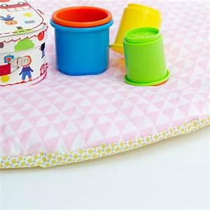 tapis d39eveil bebe rond graphique et pastel With tapis chambre bébé avec fleurs en dragées